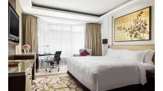 香港朗廷酒店【美饌吃不完】一晚豪華住宿連自助早餐及自助晚餐